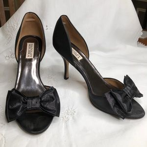 Badgley Mischka black bow peep toe heals 10
